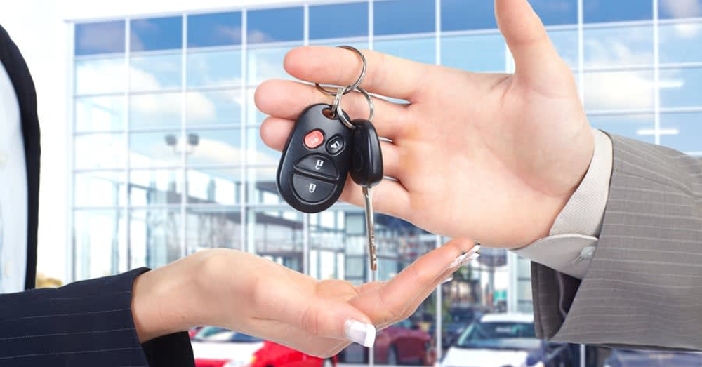 Should You Use LinkedIn to Sell Cars?